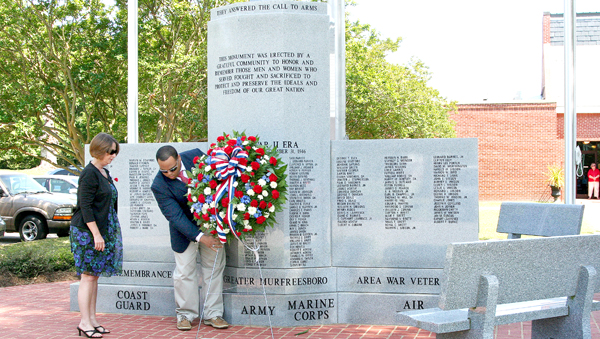 Mayor Pro-Tempore Sarah Wallace joins with Murfreesboro Town Administrator Brandon Holland as they lay a wreath at the War Veterans' Memorial on Monday. Staff Photo by Amanda VanDerBroek